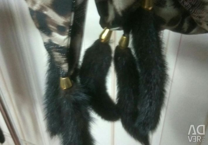Scarf with mink tails