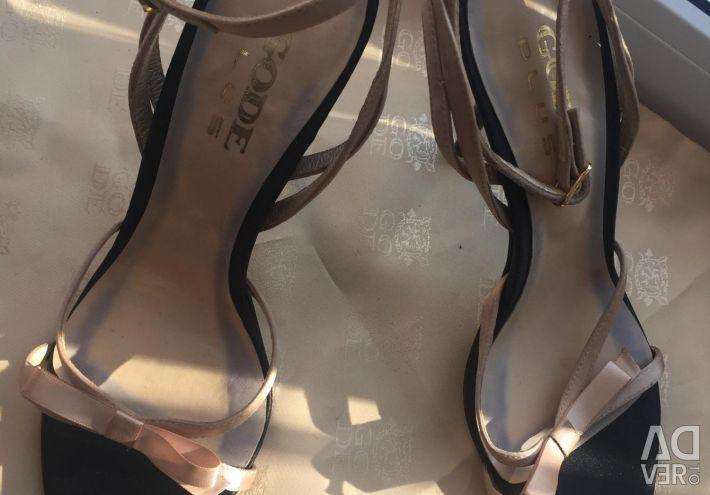 Gode sandals p 37.