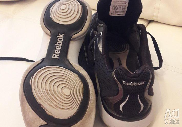 Кросівки. Reebok
