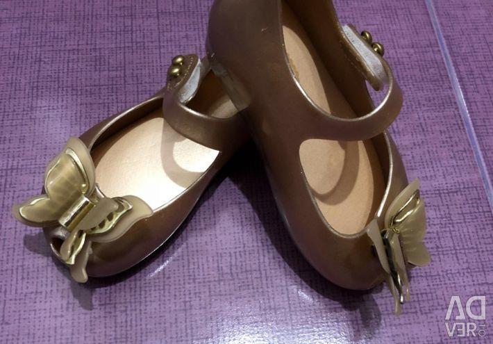 Παπούτσια για ένα κορίτσι