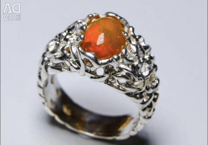 Кольцо из серебра 925 пробы с камнем