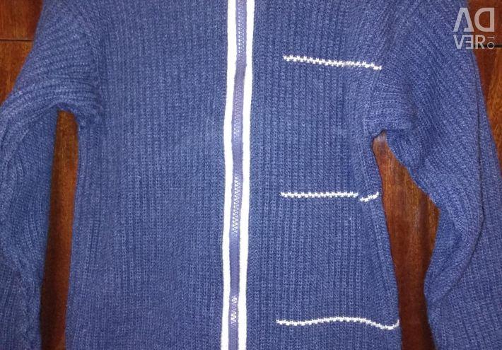 Zippered jacket with woolen thread
