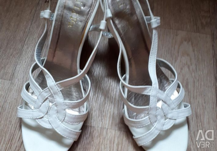 Open-toe sandals for women, p.39