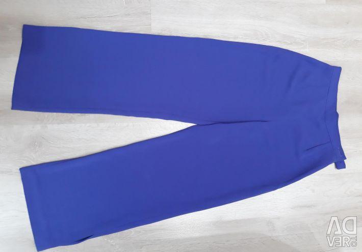 Costum de pantaloni