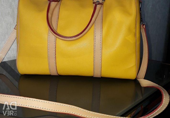 Η τσάντα είναι καινούργια.
