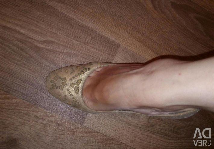 Hafif ayakkabılar