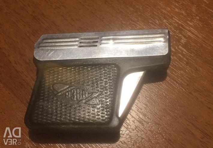 Запальничка у вигляді пістолета «Рівне» бензин.