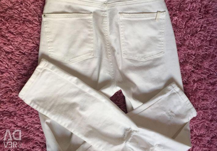 Белые джинсы с высокой