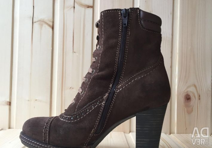 Autumn suede boots with lacing with heels