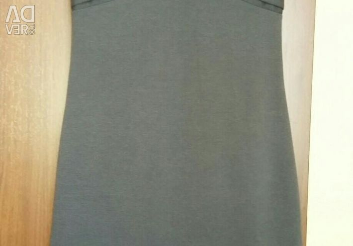 Dress with a brooch size 44.