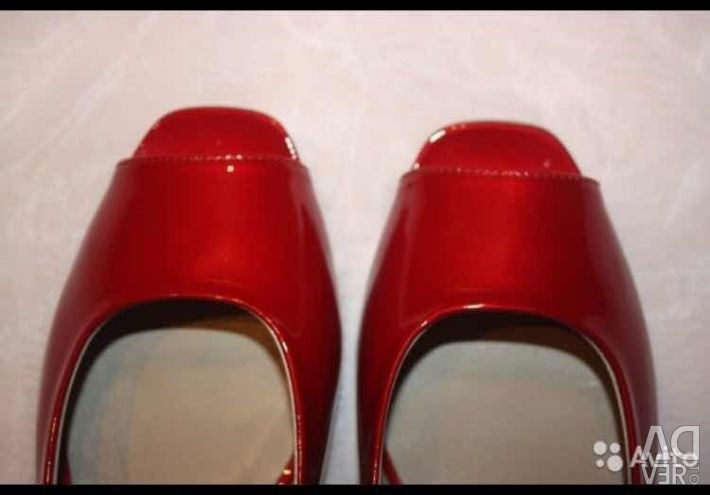 Ballet shoes new Lesilla Italy size 39 red varnish