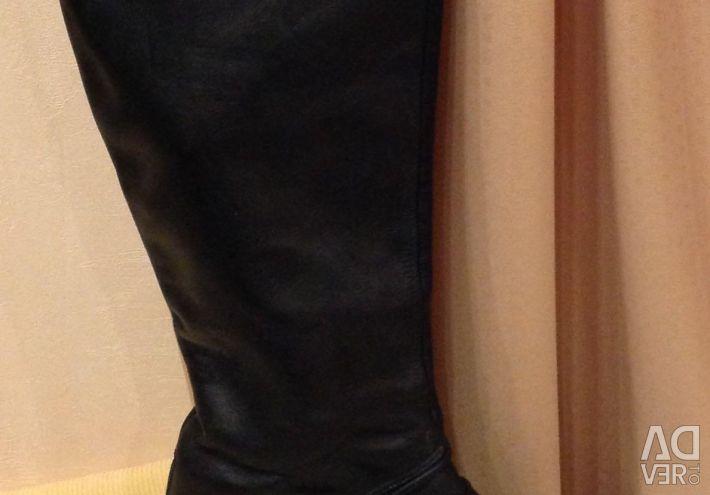 Boots PENTRU FEMEI - toamna, natura pielii negre.