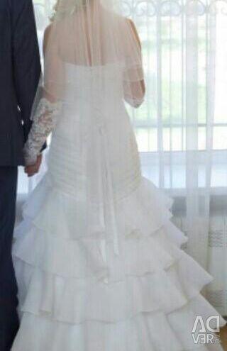 The happiest wedding dress + veil