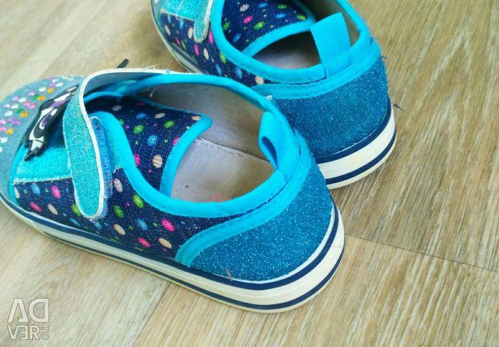 Sneakers, river 30