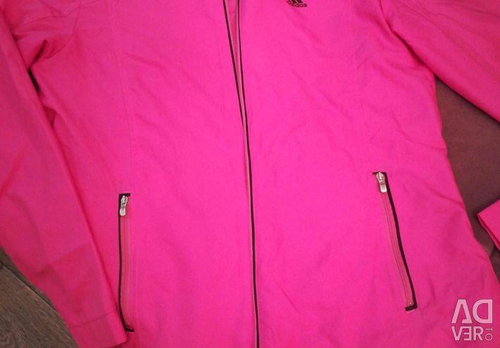 A sweatshirt with a zipper
