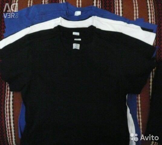 Tişörtler mavi renkte