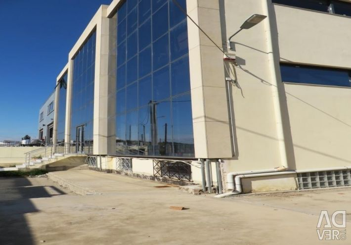 Light industrial building with a total surface of