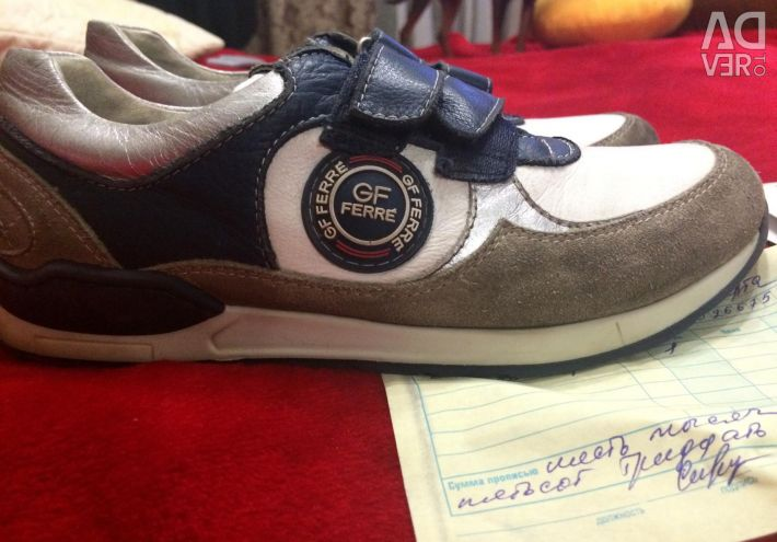 GF FERRE Sneakers
