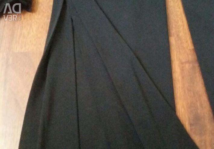 Κομψό βραδινό φόρεμα.