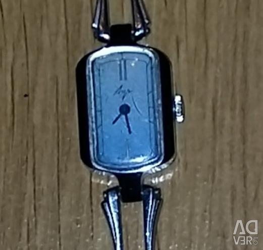 Μηχανικά ρολόγια για γυναίκες