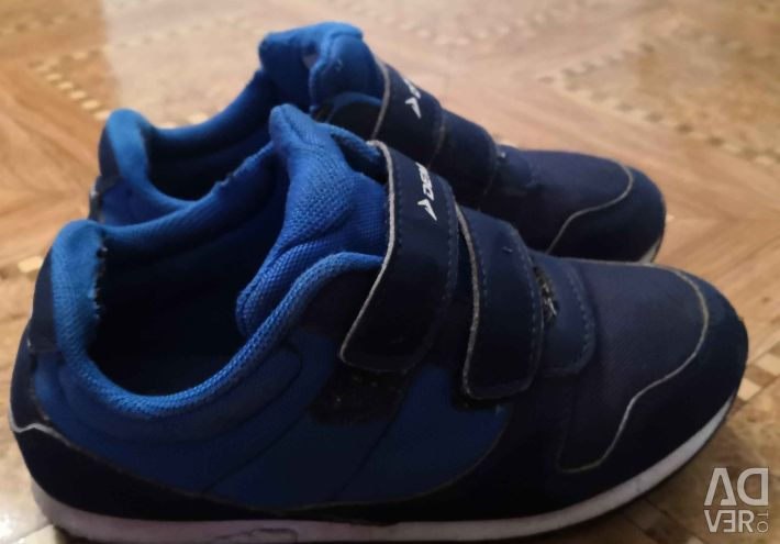 Sneakers (size 31)