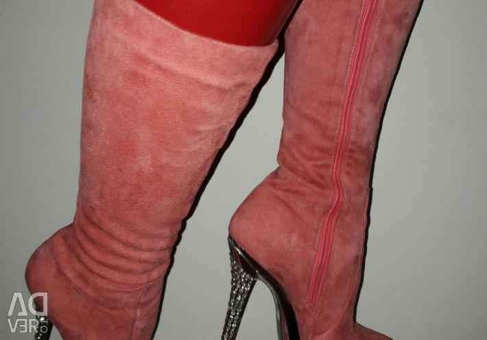 Οι μπότες λουρίδες νέα