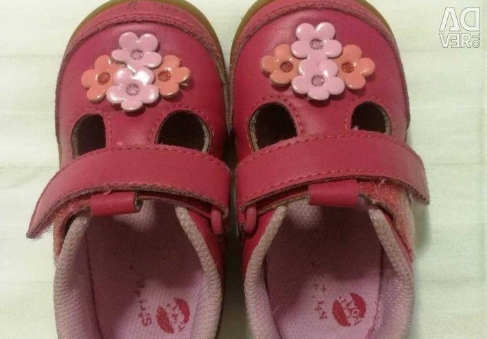 Продам сандалии Stride Rite