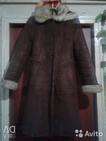 Voi vinde o haină naturală de oaie