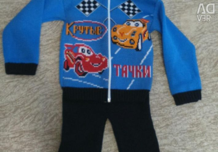 Knitted suit for 3-4 years