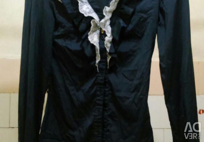 Bluz, 40/42 büyüklüğünde klasik.