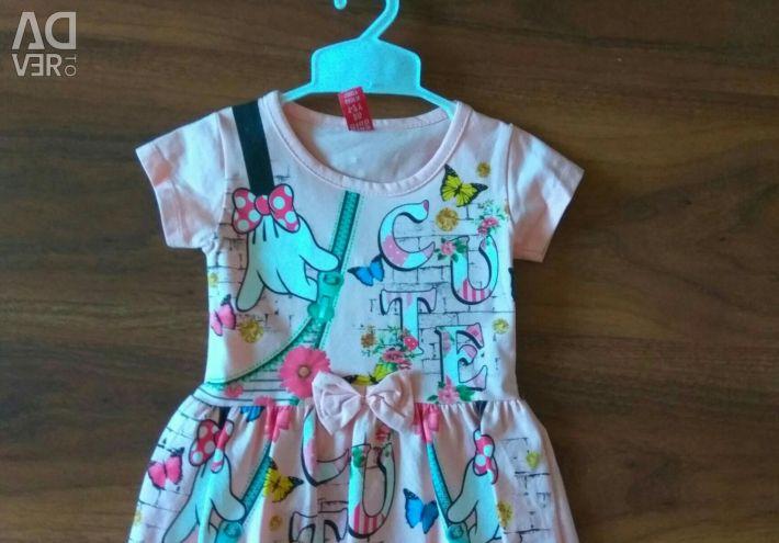 Ένα νέο καλοκαιρινό φόρεμα με μια ετικέτα