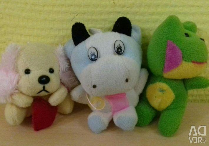 Küçük yumuşak oyuncaklar 3 adet.