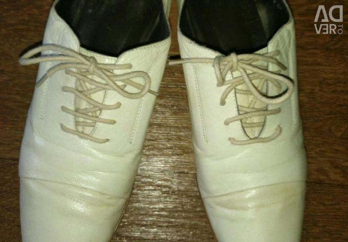 Μπότες χρώμα δέρματος κρέμας. Χρησιμοποιείται