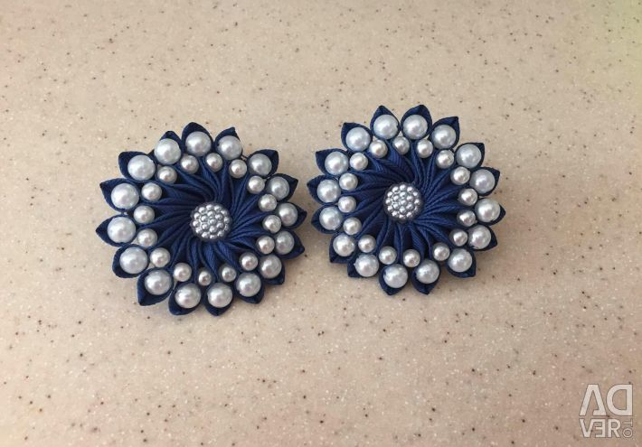 Blue round bows with beads