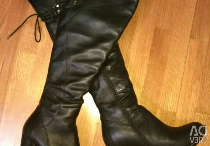 Boots winter leather and fur