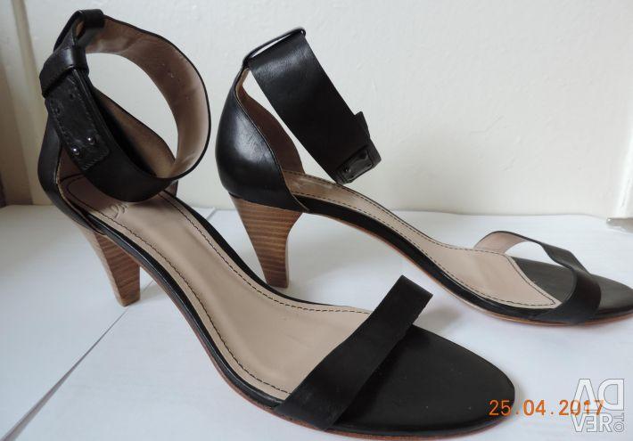 Women's leather sandals brand CorsoComo.