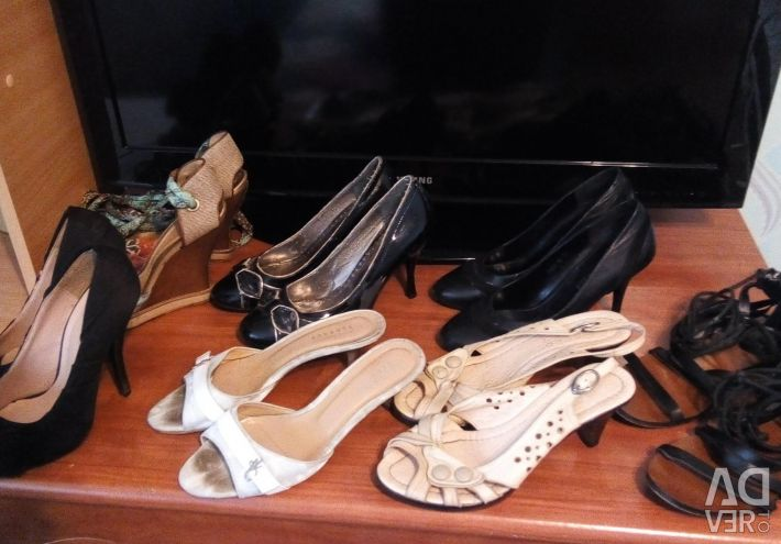 Shoes and sandals size 37-38.