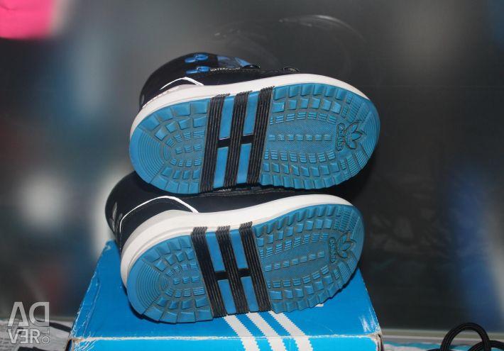 Παπούτσια χιονιού adidas