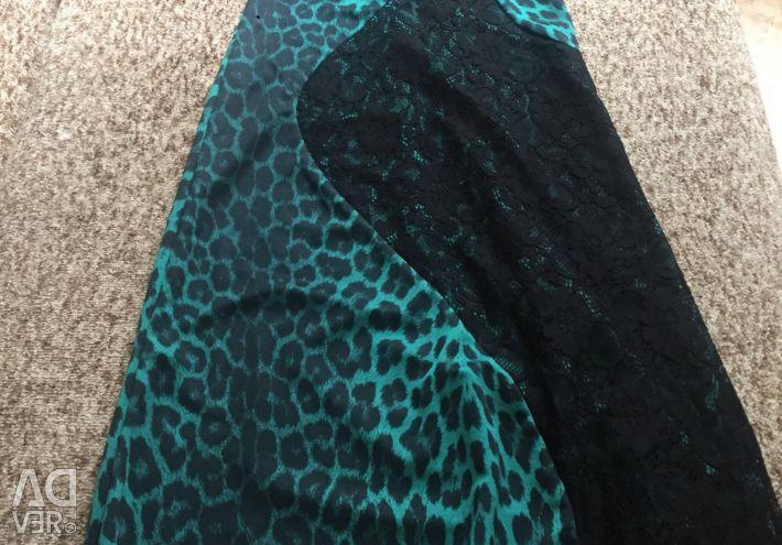Φόρεμα στο πάτωμα (ανταλλαγή)