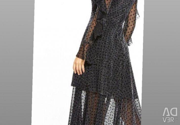 ΜΕ πολύ νέο φόρεμα