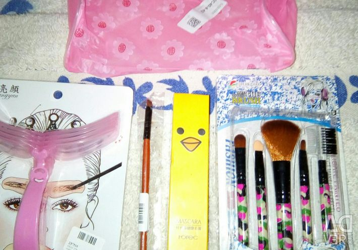 Set: brushes, mascara, cosmetic bag, templates