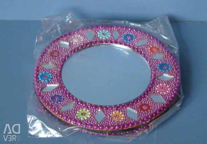 Mirror pocket with beads