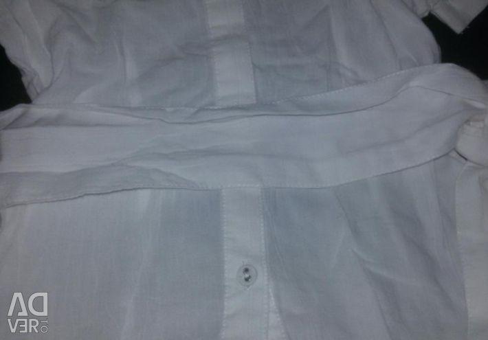 Λευκή μπλούζα. Πολύ όμορφο. Στην ανάπτυξη 110-116