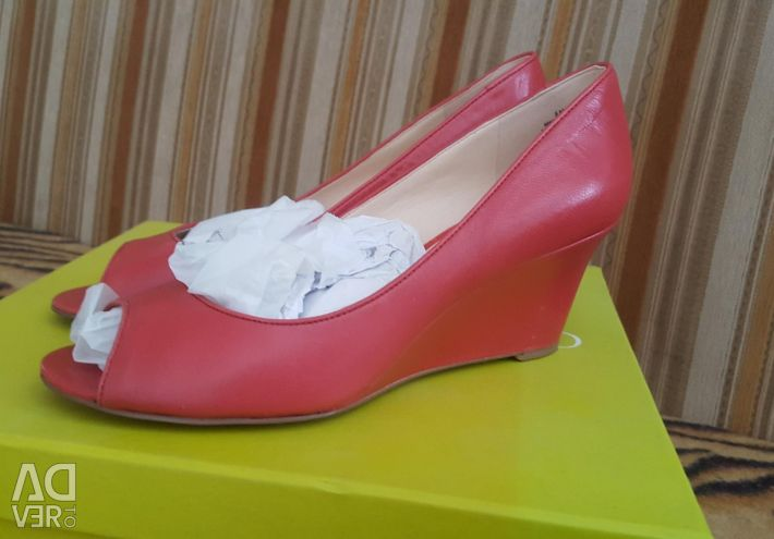 New shoes 39p (exchange is possible)