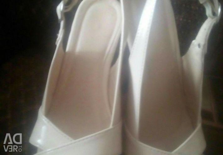 Kadın sandaletleri 35 р.