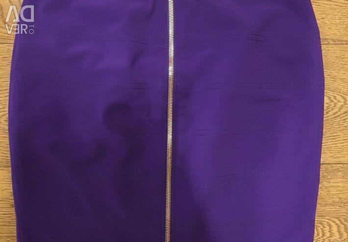 Skirt with zipper back