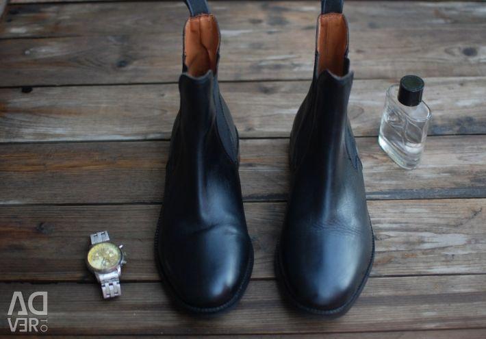 40γ. Ανδρικά παπούτσια (μπότες)