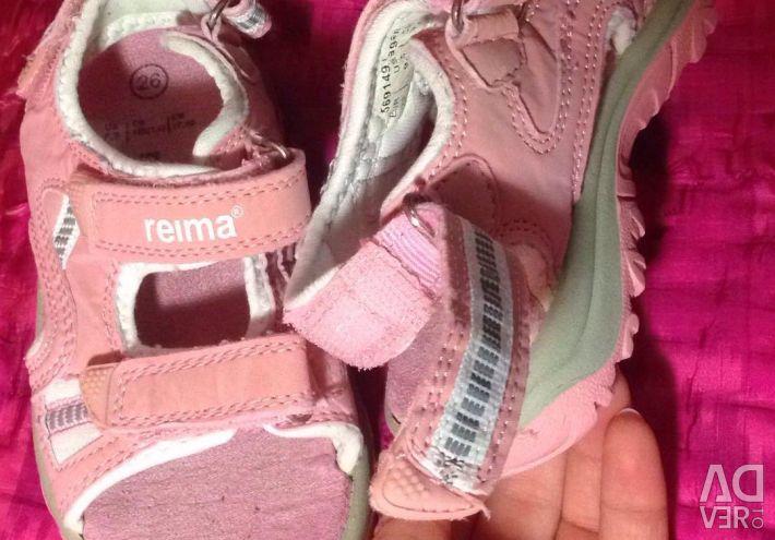 Reima'nın sandaletleri reima