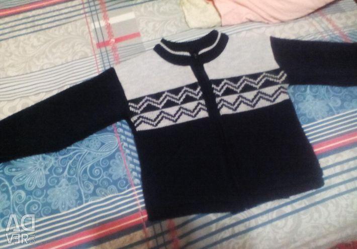 Διαφορετικά μπλούζες, τζιν και τζιν.