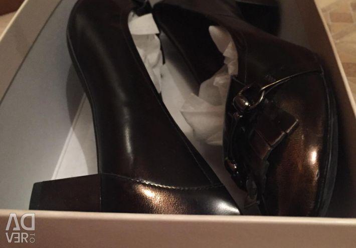 Туфли кожаные, на низком каблуке, 38-39 р.новые